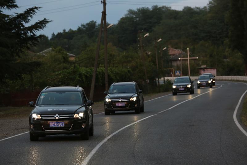 车队行驶在格鲁吉亚境内。摄影:孟菁