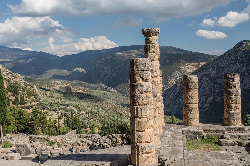 从德尔菲神庙眺望远山。摄影:孟菁