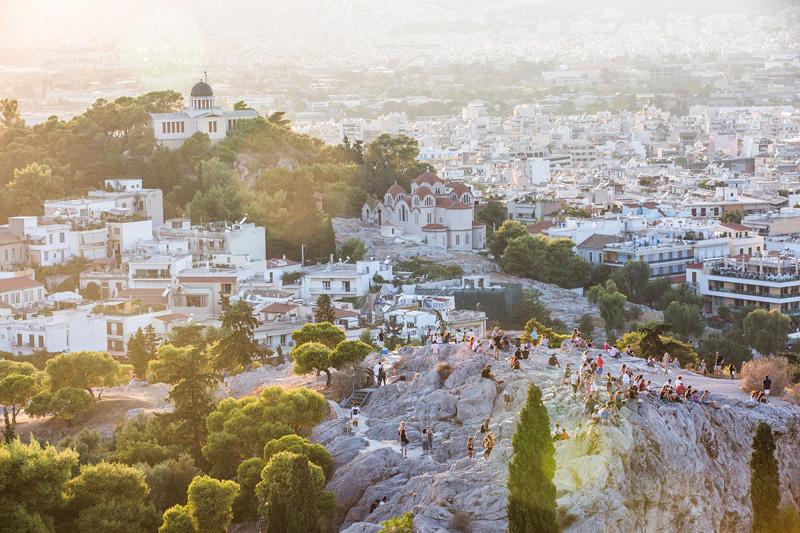 在雅典卫城帕特农神庙俯瞰雅典。摄影:孟菁