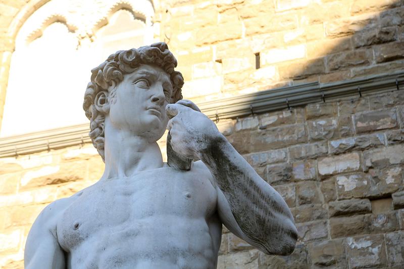 佛罗伦萨市政广场因为周围的精美建筑而被认为是意大利最美的广场之一。图为市场广场上的精美雕塑作品。摄影:刘逵