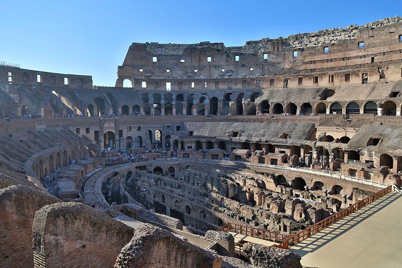 罗马斗兽场,在血腥味最浓的鼎盛时期始终座无虚席,最狂热的场面比比皆是,但却从未能像今日作为一座废墟那样打动人心。摄影:刘逵