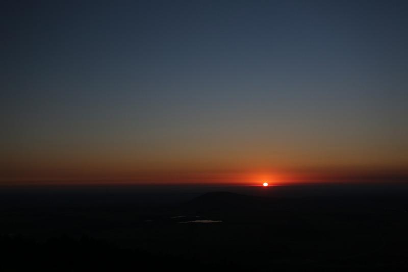 五山城日出。摄影:孟菁