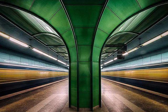 何必出门挨冻?地铁站里也能拍出好片!