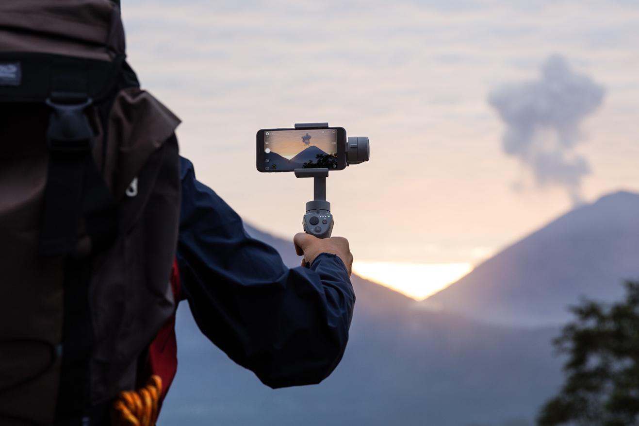 大疆创新发布灵眸 Osmo 手机云台 2、如影 Ronin-S 手持云台