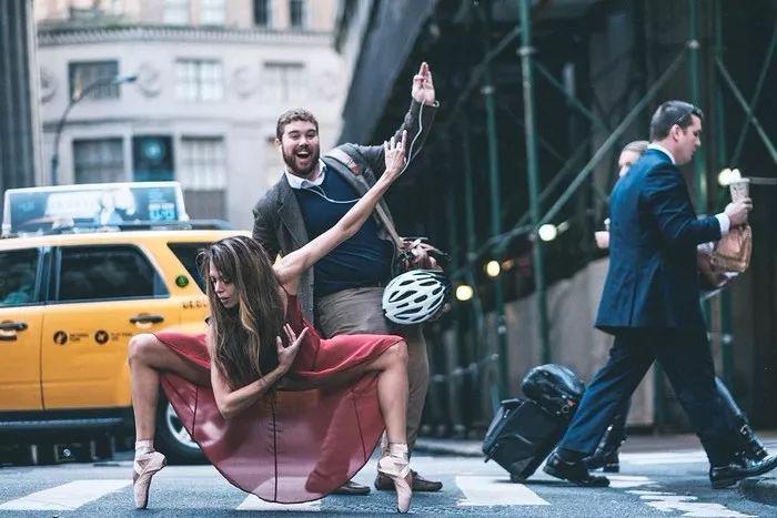 街头就是舞台,这组照片会刷新你对美丽的定义!