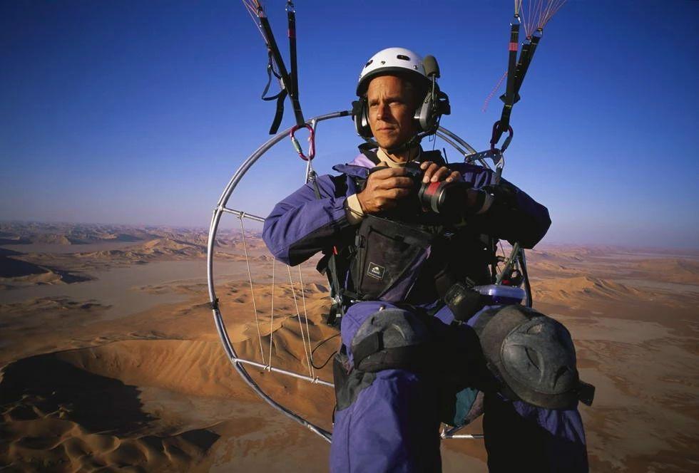 """3 次获得""""荷赛""""大奖,这个会飞的摄影师有点酷!"""