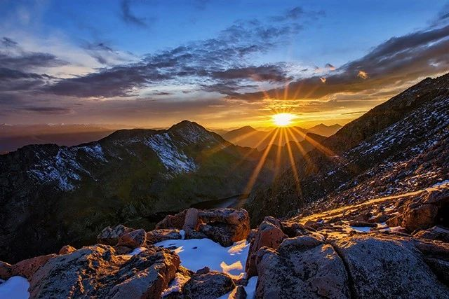 想把太阳拍出酷炫的星芒效果吗?记住这些要点