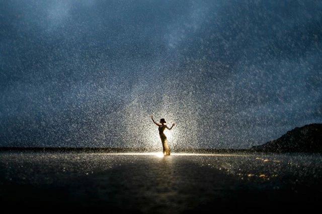 雨天更要出好片!文艺唯美雨景人像用光指南