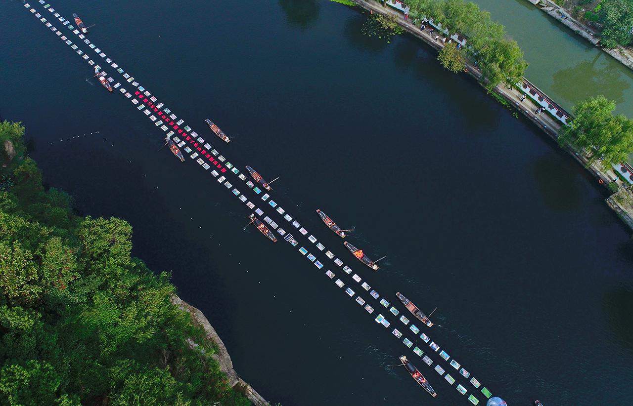 乘着乌篷船,在湖上看展!这样的水上摄影展你见过没?