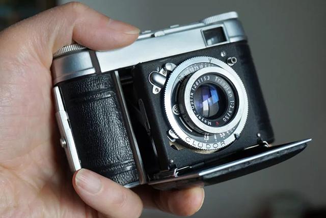 【经典相机】小巧的 Certo Durata 35 毫米折叠相机