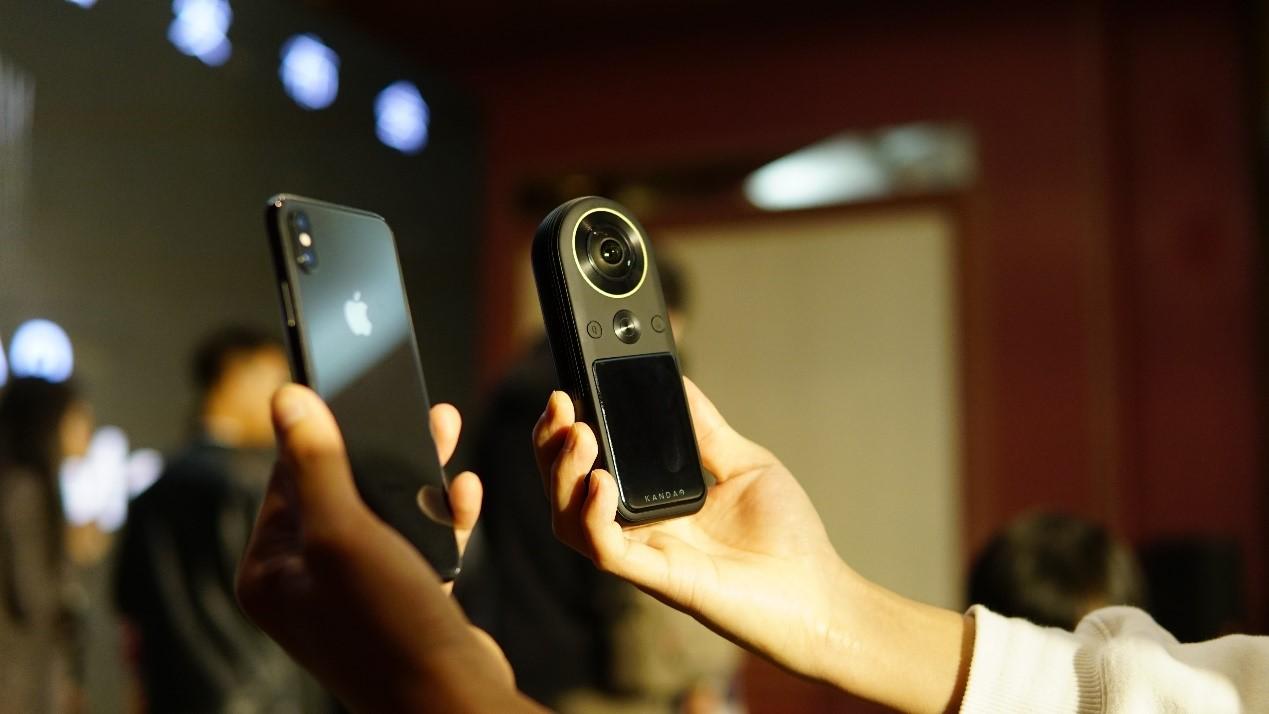 全球首款 8K 口袋全景相機 QooCam 8K 今日發布