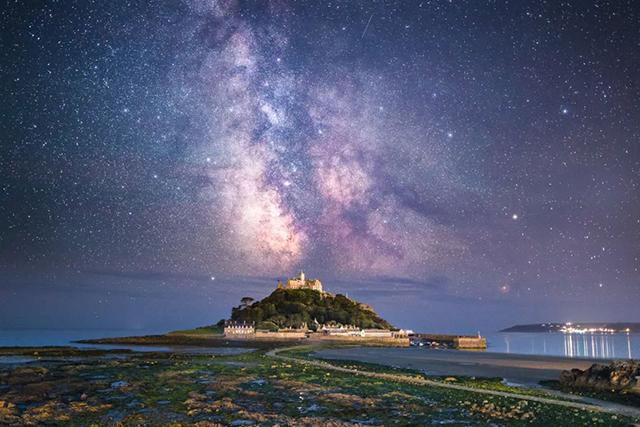 只要一台单反或无反,他就能教你拍出最炫的夜空