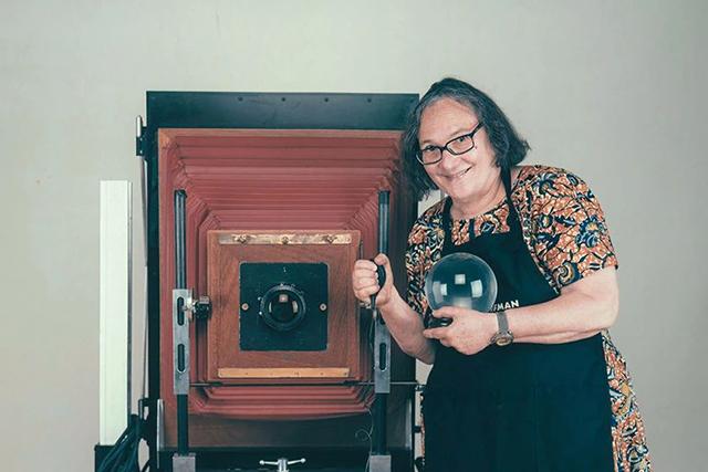 【摄影新鲜事】美国肖像摄影师埃尔莎·多尔夫曼去世 | 拍立得相片帮助欧洲医护人员建立医患联系 | 宾得理光推出 GR Ⅲ 街头纪念版