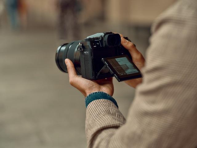 富士胶片发布新款无反中画幅数码相机 FUJIFILM GFX 50SII